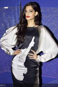 Sonam-Kapoor-during-the-promotion-of-the-movie-Players